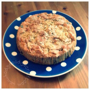Easy and delicious Autumn recipe: blackberry and apple crumble cake
