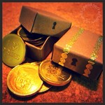 Avast ye crafty land-lubbers! Learn how to make mini treasure chest box favours for a pirate party...