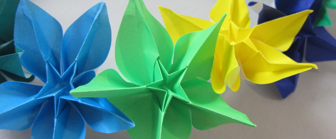 How to make a wreath using origami flowers mightylinksfo